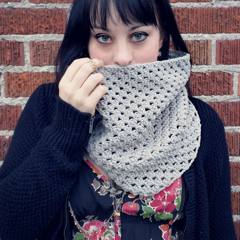 Shell Stitch Crochet Cowl Scarf Free Crochet Pattern Db2