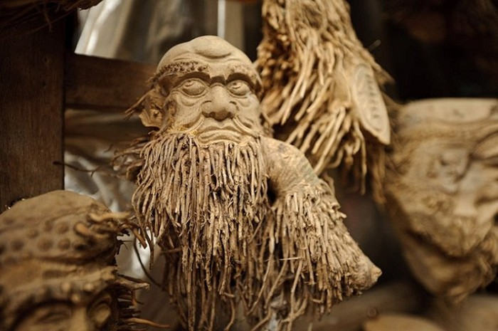 Vietnamese artist Fiong Hung Hom is the world-famous man, thanks to his amazing sculpture, which he created from the roots of bamboo. The uniqueness and mystique of the artist's work is mesmerizing.