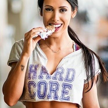 O cardápio a seguir tem de 1200 a 1400 calorias diárias e privilegia os alimentos que dão muito pique para malhar. De quebra, você fica sabendo o que a musa fitness ingere no pré e no pós-treino