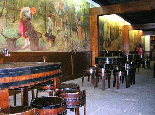 Murales de Max Rommer, Museo del vino,  Funchal, Madeira, Portugal, La vuelta al mundo de Asun y Ricardo, round the world, mundoporlibre.com