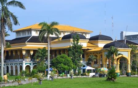 Tempat Bersejarah di Indonesia - Istana Maimun