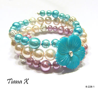 Tiana X - Aloha, kukkarannekoru, memory wire