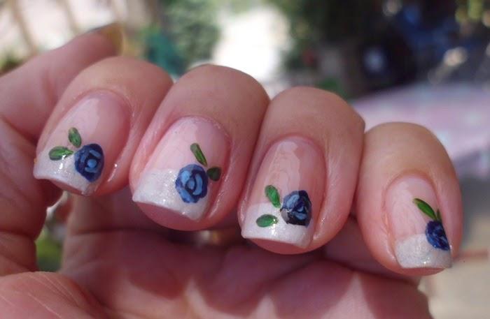 manicura rosas azules