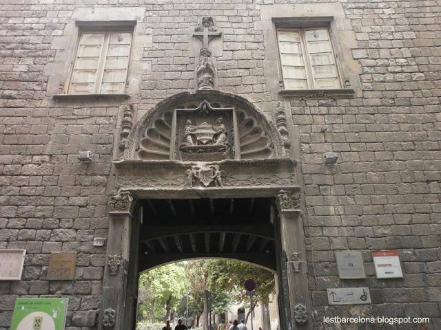Santa Elena / Cruz (R.M. Pe Elena 1) Hospital+de+la+santa+cruz+barcelona+mon+amour.Jey.08.2012.P8120242+x.x