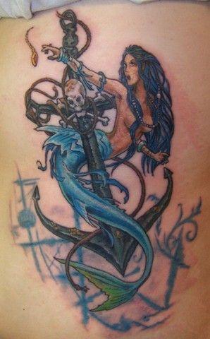 Tatuagem de âncora e sereia