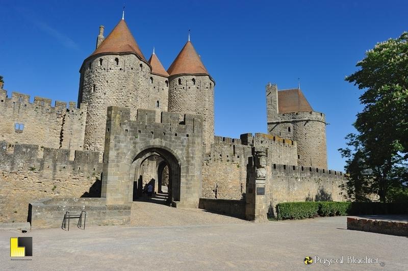 La porte narbonnaise de la cité de Carcassonne photo pascal blachier au delà du cliché
