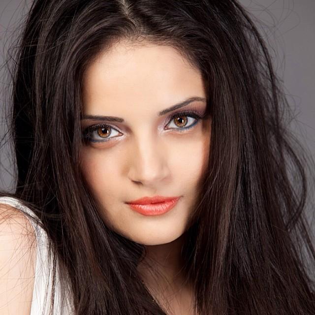 Armeena Khan Latest pics