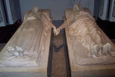 Escultura de los famosos Amantes de Teruel