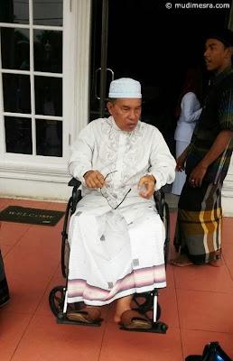 Abu meninggalkan RSU Malahayti.