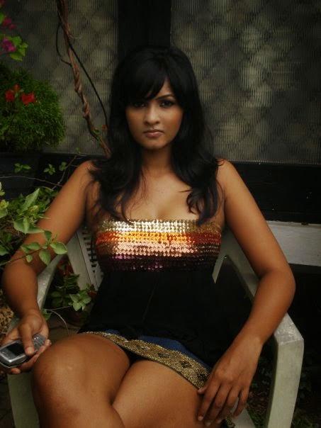 Piumi Purasinghe Hot Bikini