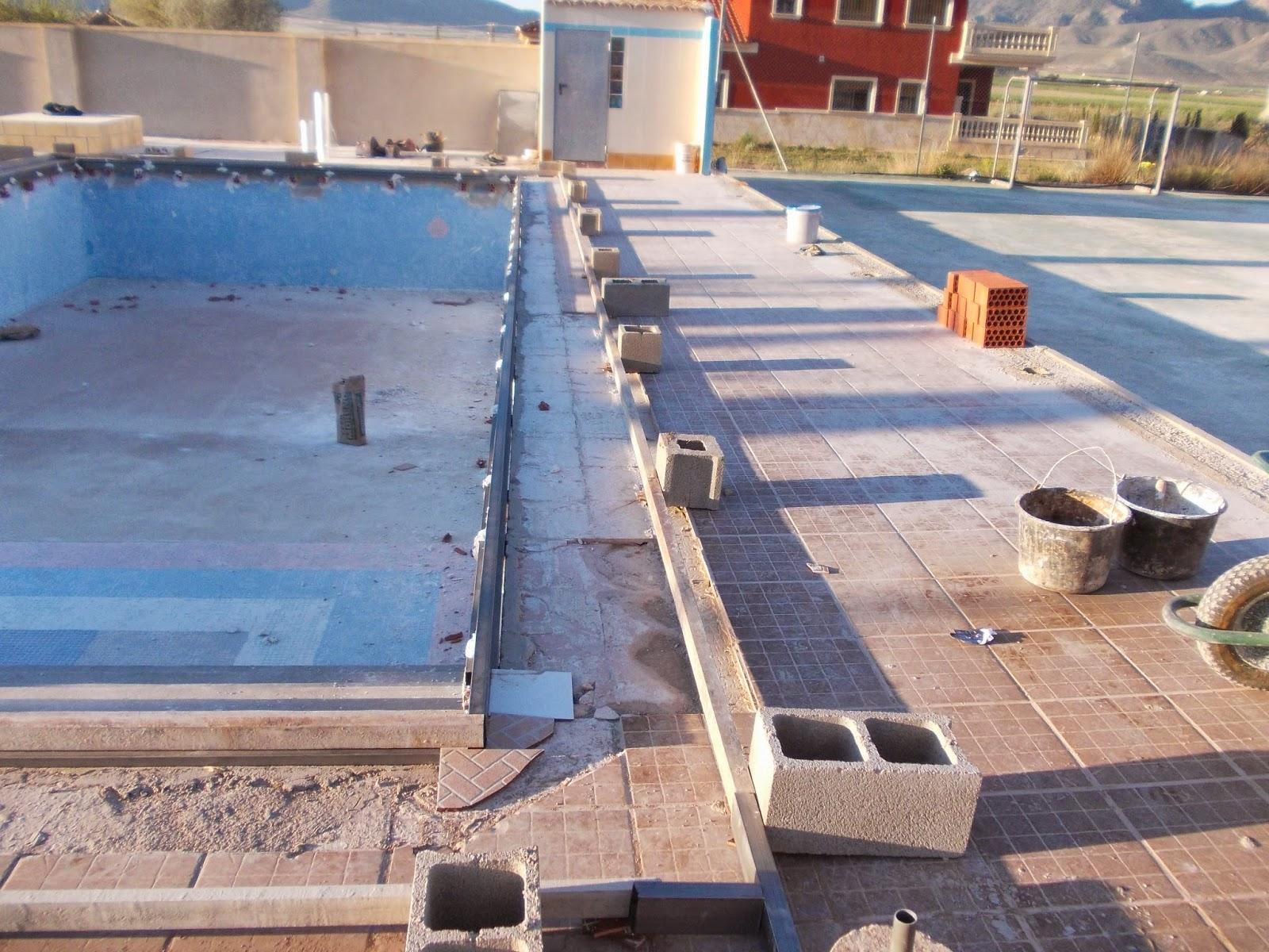 Piedra coronaci n de piscina con hormig n impreso for Valores de piscinas de hormigon
