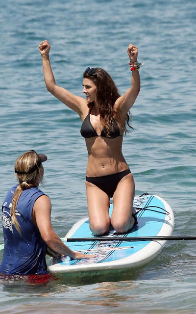 Ali-Landry-Shows-Off-Her-Bikini-Body-In-Hawaii-5