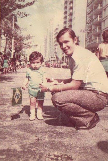 MARCELO GIL E SEU PAI WALDIR GIL FILHO, EM 1972