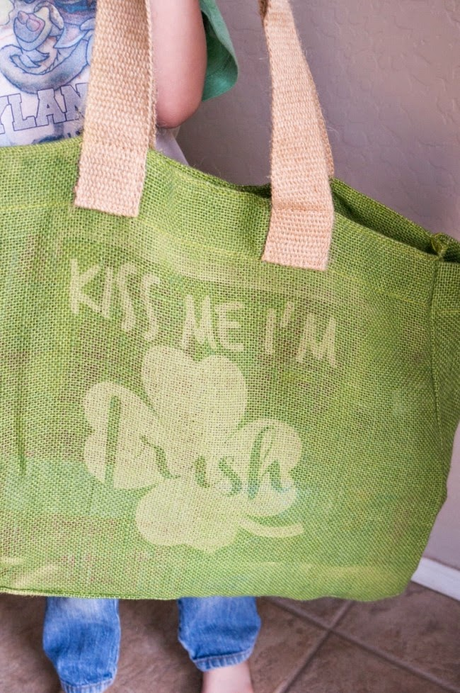 http://www.amomstake.com/2015/02/kiss-me-im-irish-diy-burlap-bag/
