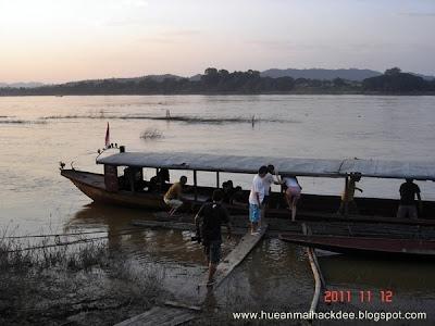 นั่งเรือชมแม่น้ำโขงอำเภอเชียงคาน