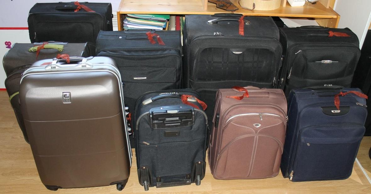 Toute une vie dans 9 valises - Porte valise pour chambre ...