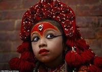 بالصور  فى نيبال تقديس البنات الصغيرات واعتبارهم كألهة حتى يصلوا لسن البلوغ