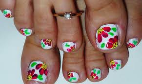 Uñas con rosas para los pies