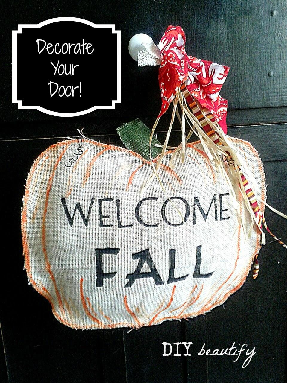 How to make a burlap pumpkin door hanging www.diybeautify.com