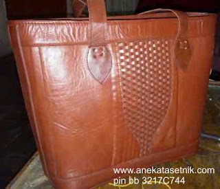 tas kerajinan bahan kulit