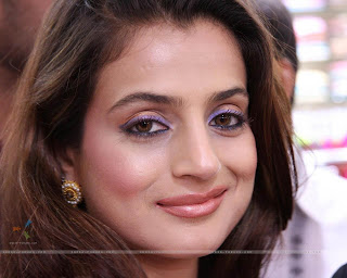 Film stars zone indian actress amisha patel for Amisha indian cuisine