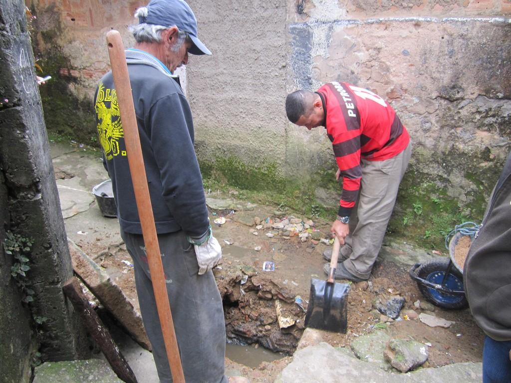 Equipe da Prefeitura faz reparos em galeria pluvial no Rosário
