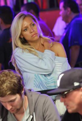 sexy poker women 640 26 [Gambar] Pemain Poker Wanita Yang Cantik Dan Seksi