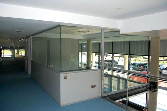 Mamparas de oficina dise o fabricaci n y montaje especificaci n de las mamparas de oficina - Mamparas de oficina sevilla ...