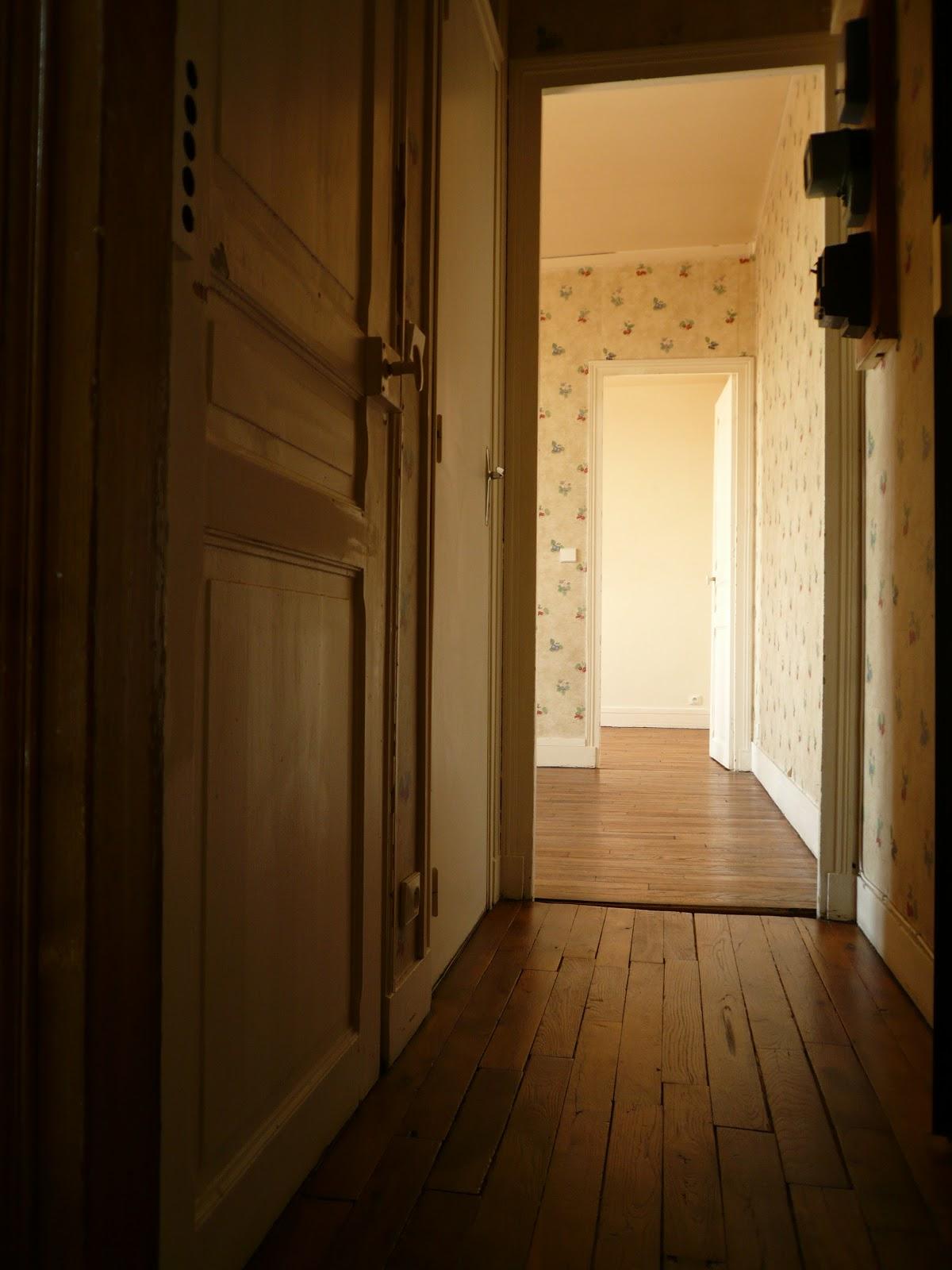 vends 2 pi ces montreuil couloir d 39 entr e donnant acc s aux toilettes s par es la salle. Black Bedroom Furniture Sets. Home Design Ideas