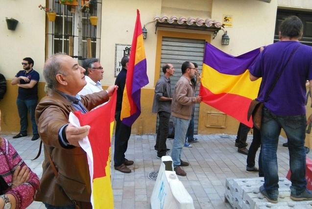 Málaga Republicana denuncia la actuación policial con motivo de visita de los reyes.