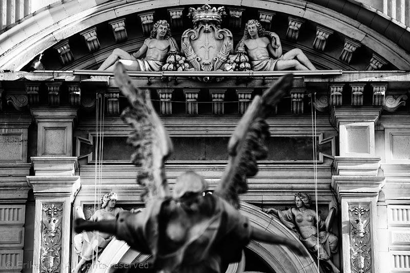 Trieste palazzo del municipio fontana quattro continenti