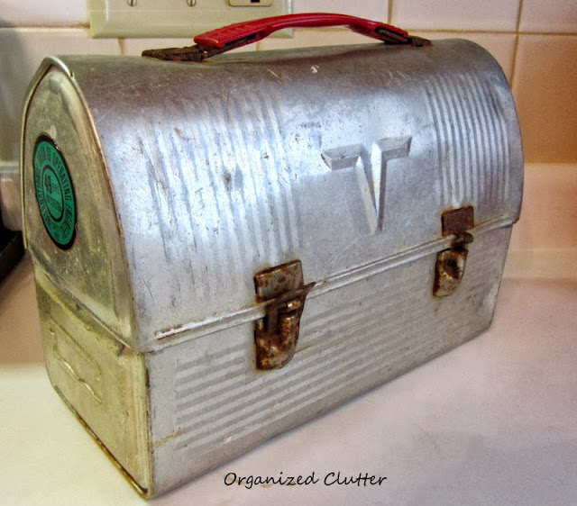 Vintage Lunch Box http://organizedclutterqueen.blogspot.com/2013/10/thrifting-and-antique-shopping.html