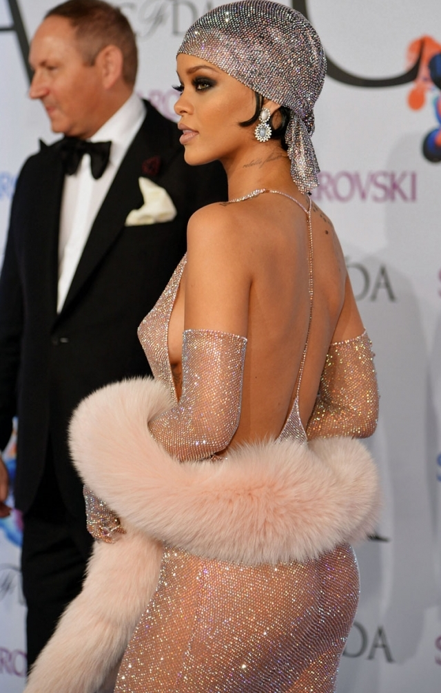 Rihanna en topless en imagen del recuerdo