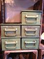 Vintage kasser i sart grøn
