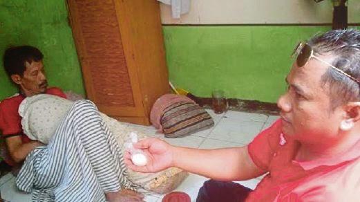 (Berita) Lelaki Mengeluarkan 200 Biji Telur Sejak Tahun 1998