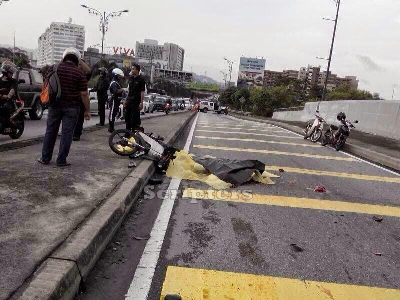 Kemalangan Ngeri Di Jalan Cheras Susur Chan Sow Lin, Motor DiGilis Lori