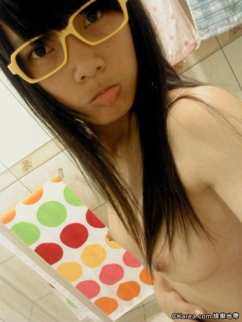 Super Cute & Lovely Taiwanese Schoolgirl's home naked self photos leaked ...
