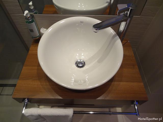 PURO Hotel Wroclaw - umywalka w lazience