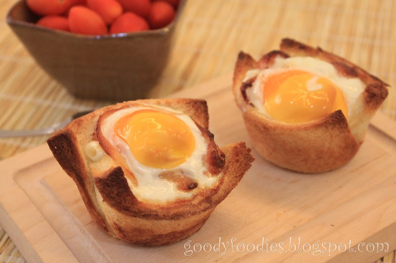 GoodyFoodies: I cooked: Bacon, egg and toast cups