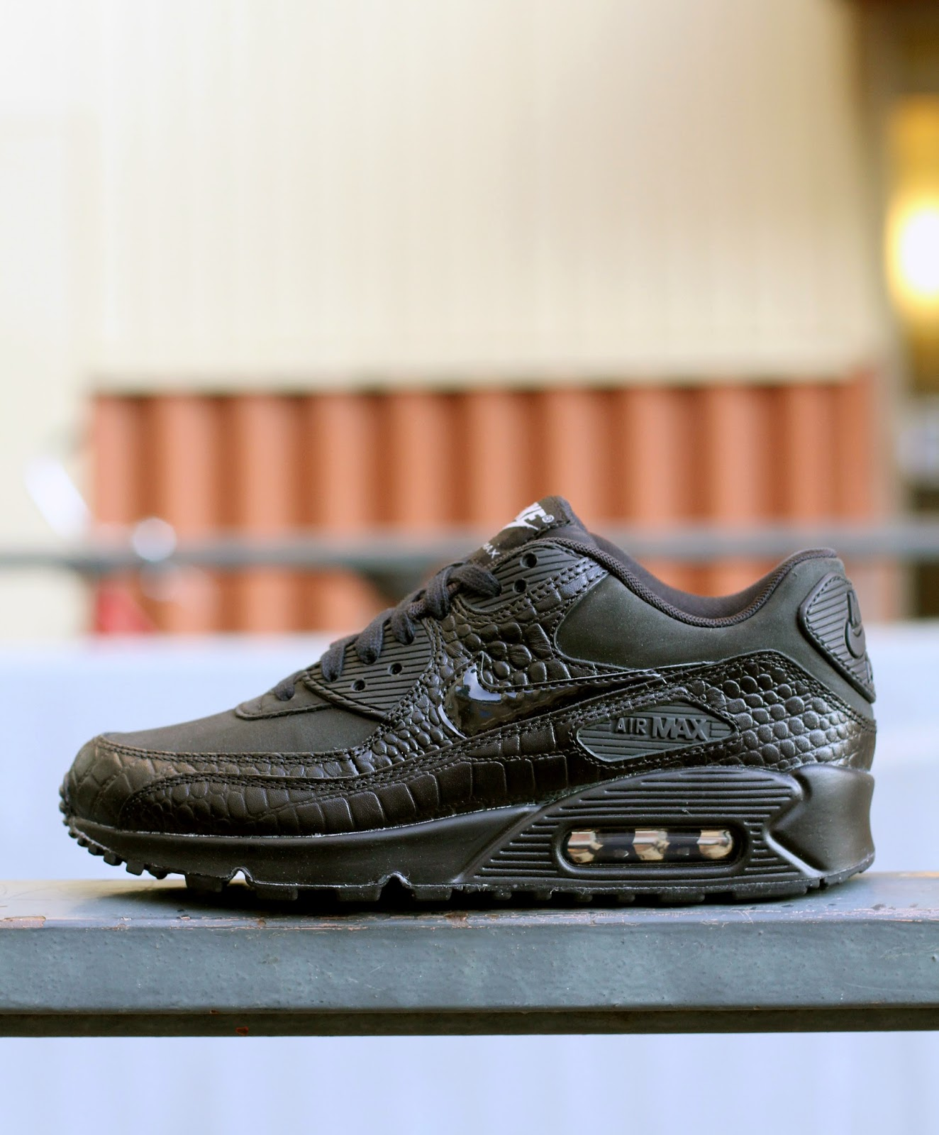 http://www.footish.se/sneakers/nike-wmns-air-max-90-premium-