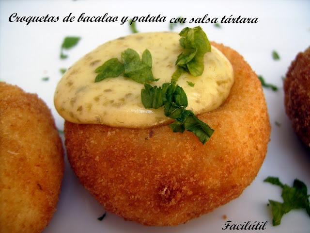 croquetas-de-bacalao-y-patatas-con-salsa-tártara