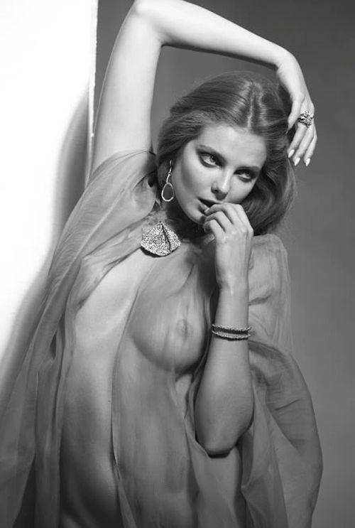 eniko mihalik modelo nua peitos bundas ensaios fotográficos sensuais
