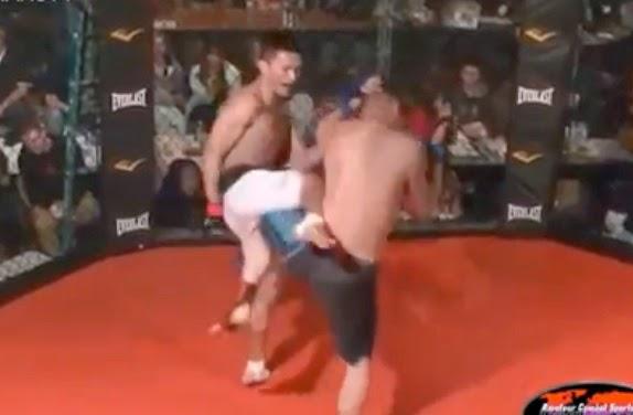 peleador se rinde para ya no pegarle a su rival