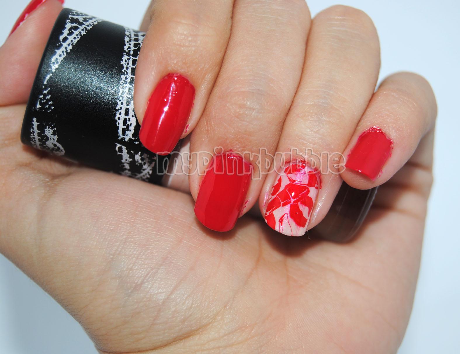 Look de uñas rojo y rosa