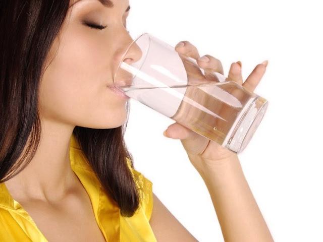 L'importanza del bere molta acqua, dimagrire, cellulite, dieta detox