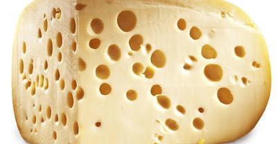 Suíça desvenda mistério de buracos em seus queijos
