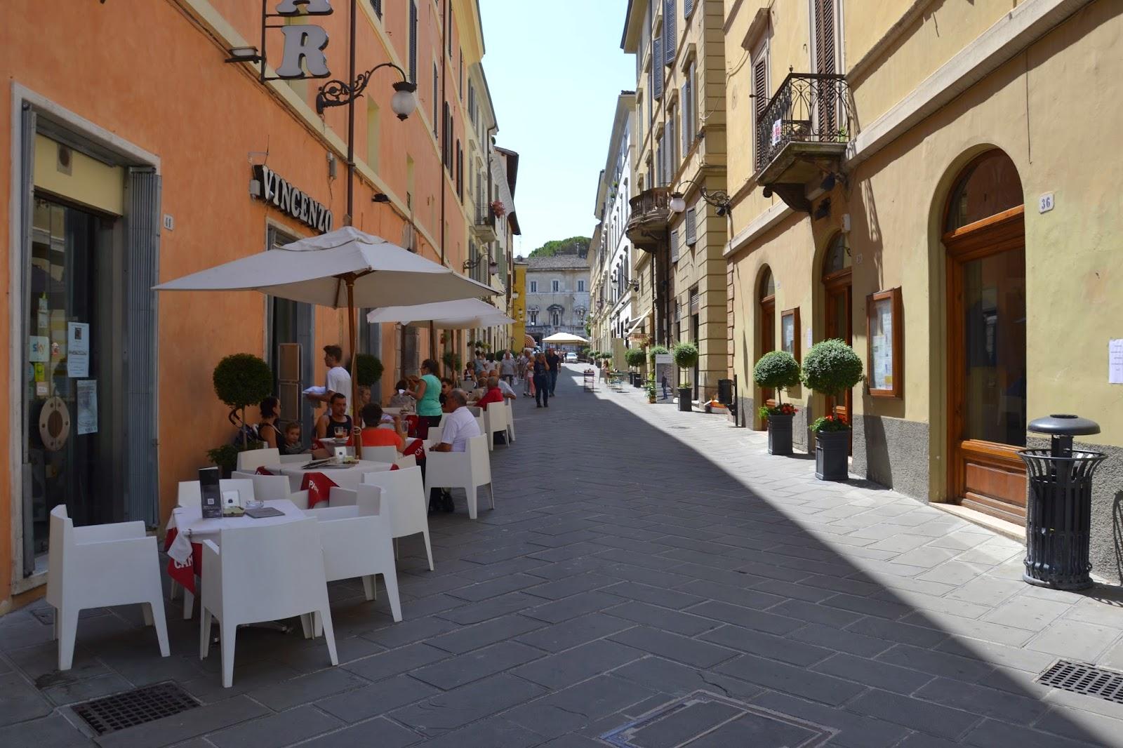 rue commerçante spoleto