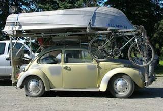 Carro carregado de materlal desportivo