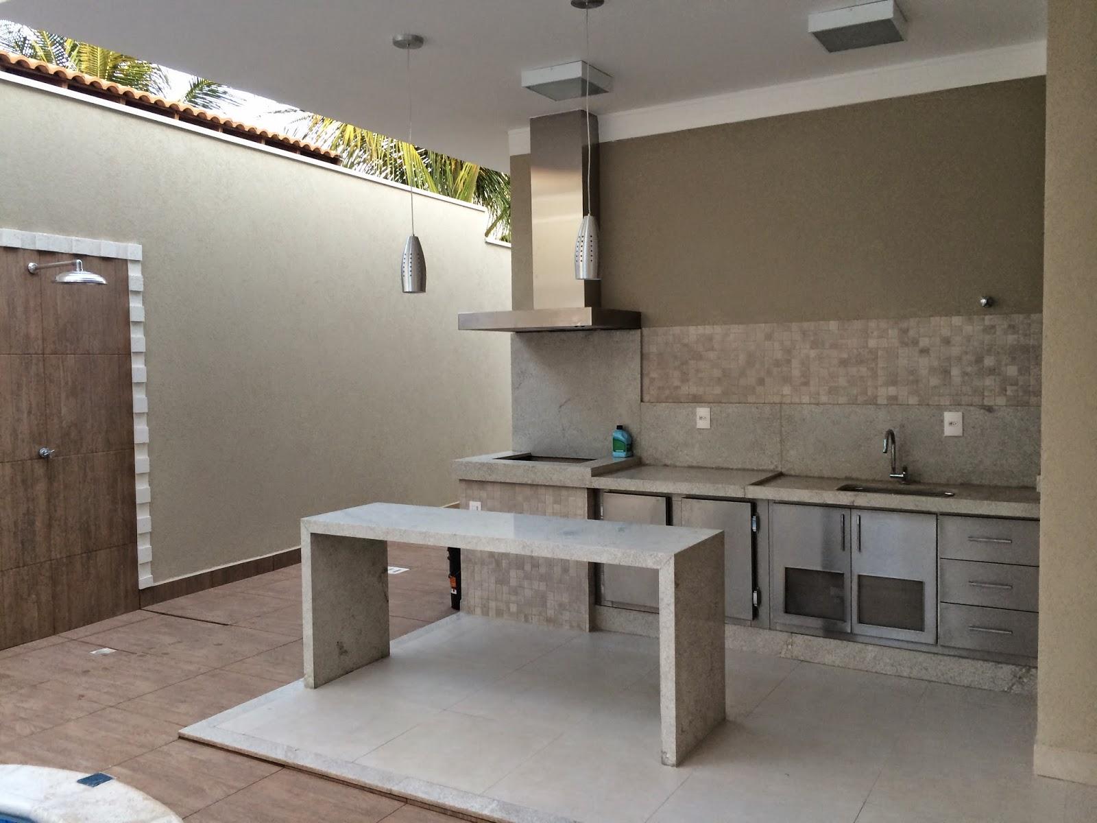 área de churrasco com coifa em inox e balcão em inox #48697E 1600x1200 Balcao Banheiro 80cm