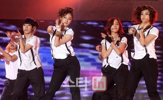 T-ara >> mini-álbum ''John Travolta Wannabe'' - Página 5 T-ara+2011+hallyu+dream+concert+%25287%2529